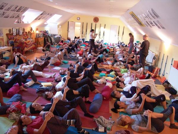 A jóga két útja gyakorlás - Bhavani, Veszprém